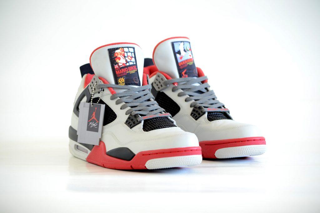 Freaker Sneaks anuncia las Air Jordan 4 Retro 'NES', con un precio de 1.250 dolares.