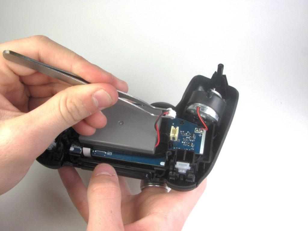 Cómo cambiar la batería del DualShock 4-11-GamersRD