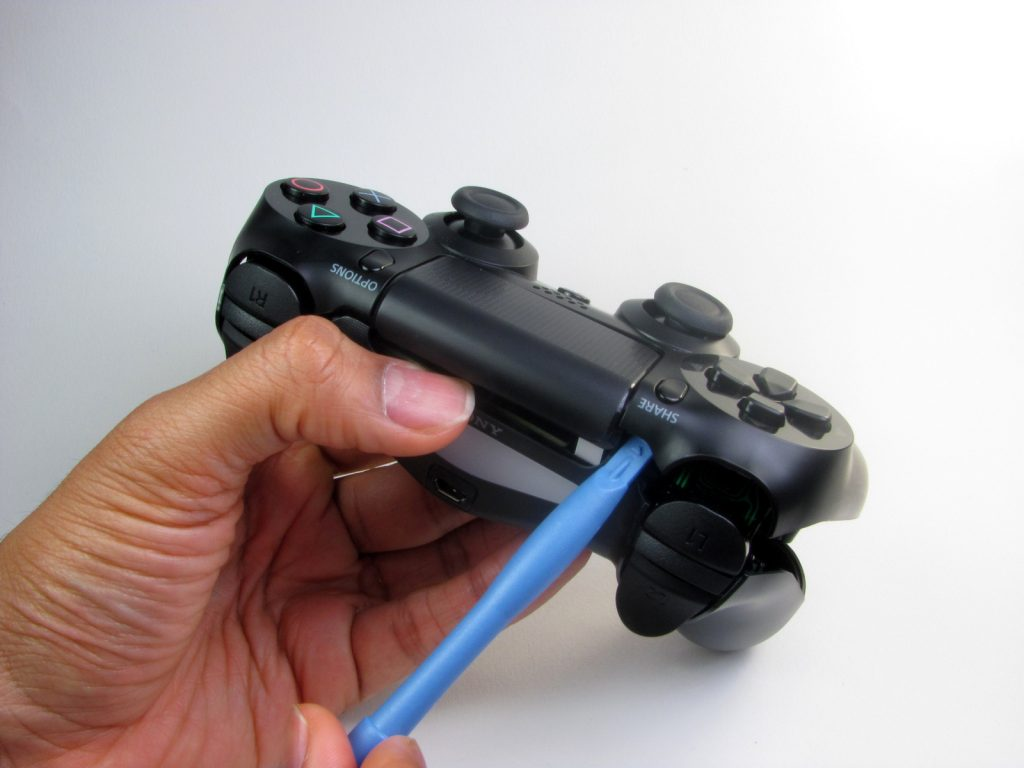 Cómo cambiar la batería del DualShock 4-4-GamersRD