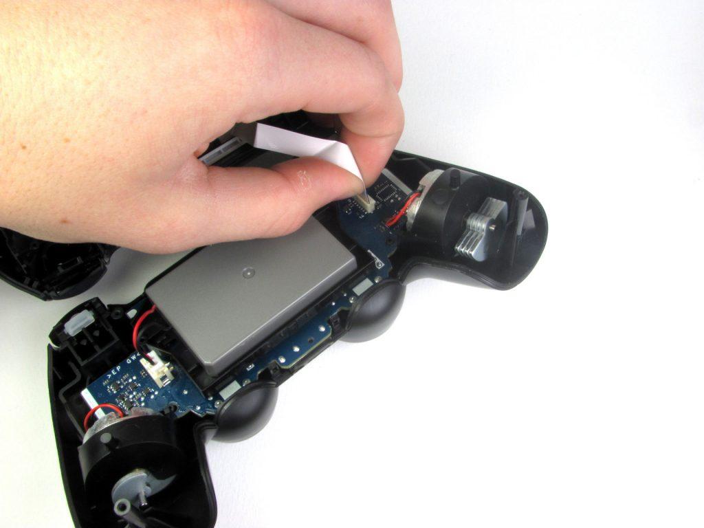 Cómo cambiar la batería del DualShock 4-7-GamersRD