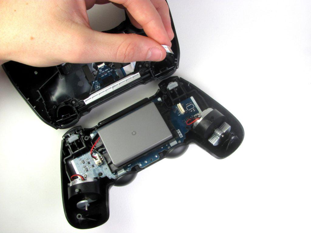 Cómo cambiar la batería del DualShock 4-8-GamersRD