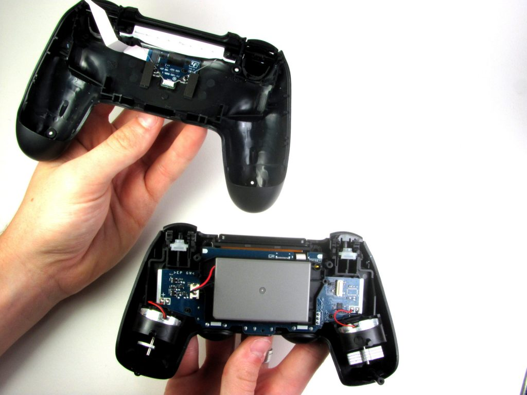 Cómo cambiar la batería del DualShock 4-9-GamersRD