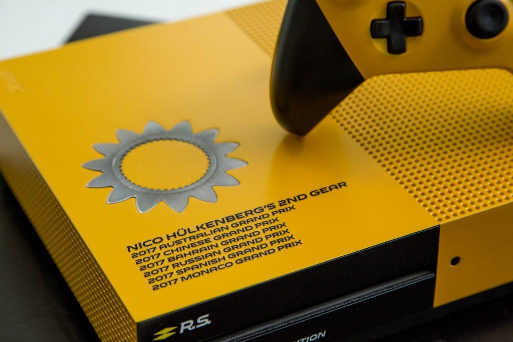 Mira esta Xbox One S personalizada en un Renault R.S.17 de Formula Uno-GamersRD-