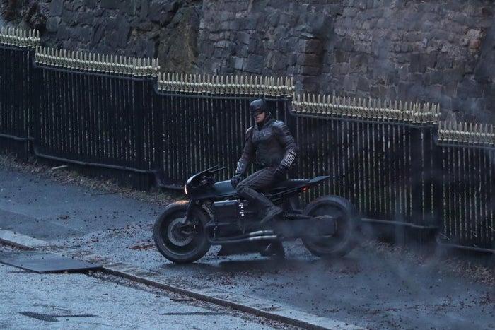 Imagenes de filmación de The Batman muestra nuevos detalles del traje