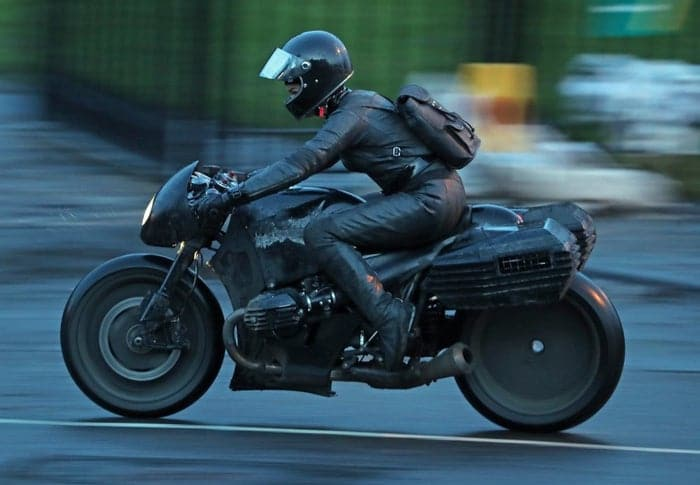 Imagenes de filmación de The Batman muestra nuevos detalles del traje1