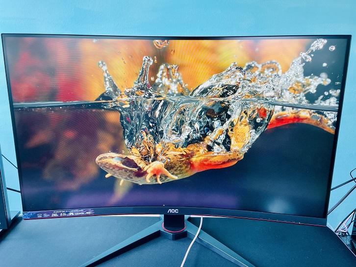 AOC C32G2ZE Monitor Gaming Review GamersRD